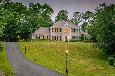 12 Old Woods Brookfield CT 06804