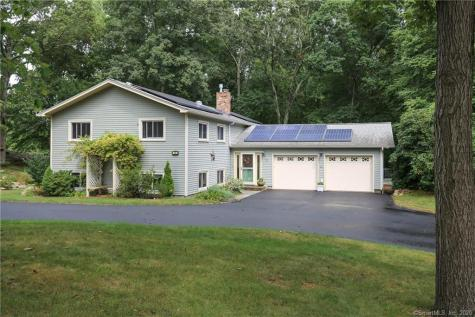 16 Hickory Waterford CT 06385