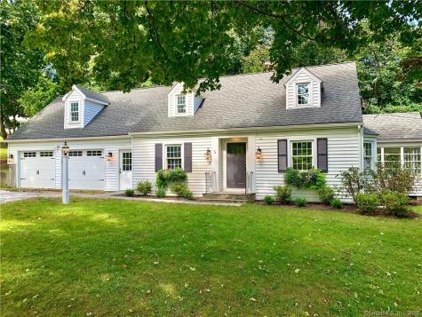 3 Schoolhouse Hill Newtown CT 06470