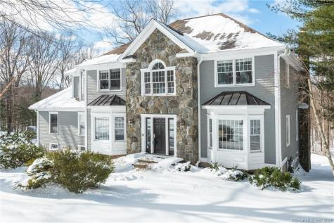 16 Bridle Path Newtown CT 06470