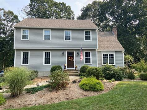 27 Olde Orchard Clinton CT 06413