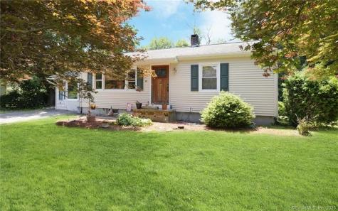 15 Cozy Hollow Danbury CT 06811