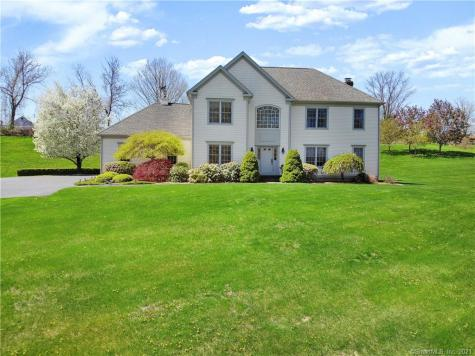 10-A Hundred Acres Newtown CT 06470
