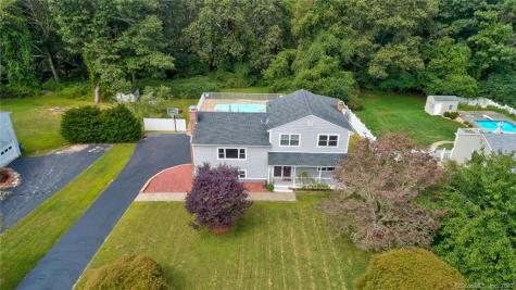 8 Robin Hill Waterford CT 06385
