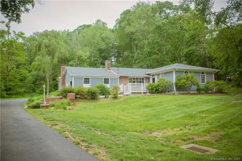 40 Carriage Hill Drive Branford CT 06405